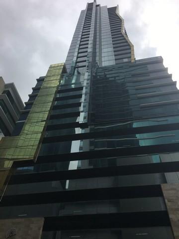 Twist Tower, Oficina Lista para Ocupar en Alquiler