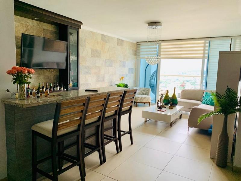 Country Club. Bello Apartamento Amoblado en Costa del Este