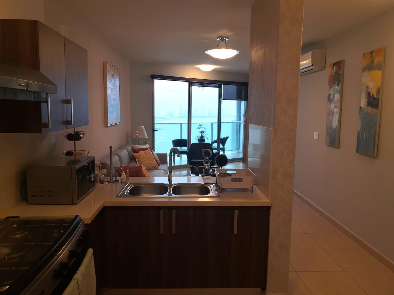 Oasis On The Bay. Lindo Apartamento con Vista al Mar en Alquiler